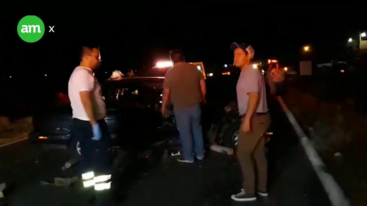 Aparatoso choque dejó a dos personas lesionadas