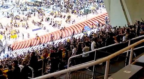 Los hinchas copan el estadio mundialista a la espera de la gran final