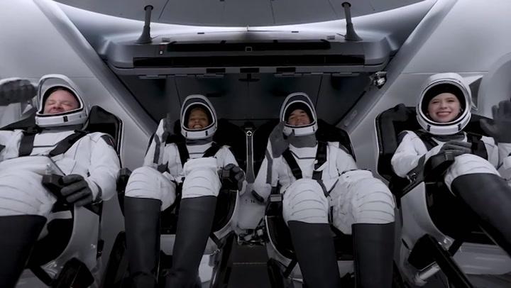 นาทีประวัติศาสตร์ สเปซเอ็กซ์ พาพลเรือน 4 คน เดินทางแบบไม่มีนักบินอวกาศ
