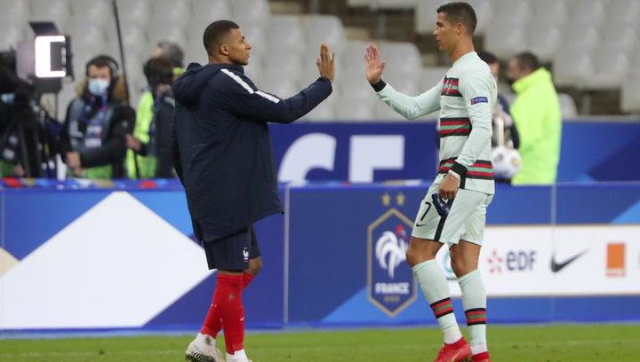 Buen rollo entre Cristiano Ronaldo y Mbappé antes del Francia-Portugal