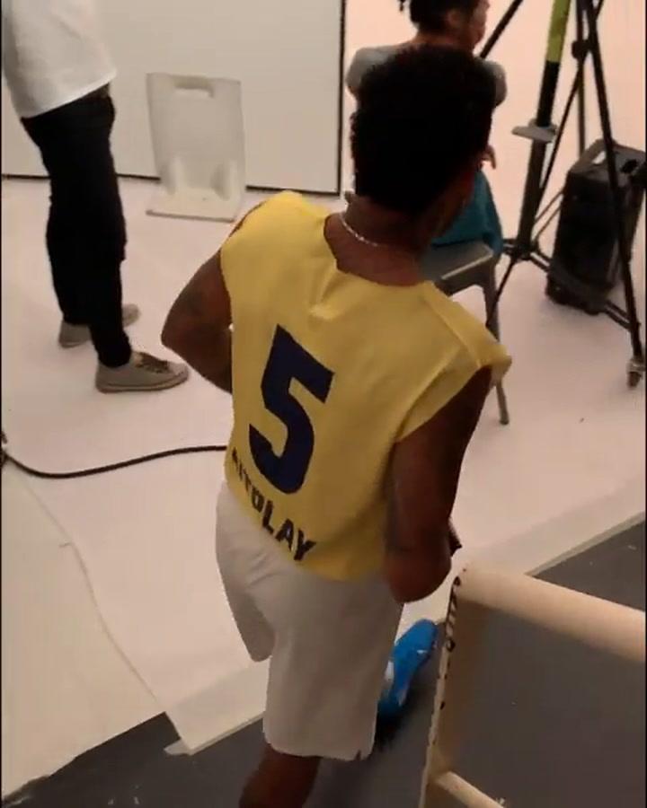 Neymar, de campaña en campaña mientras se decide su futuro