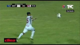 Armando Castro se equivoca y expulsa a Edwin Rodríguez dejando a Olimpia con nueve ante Motagua