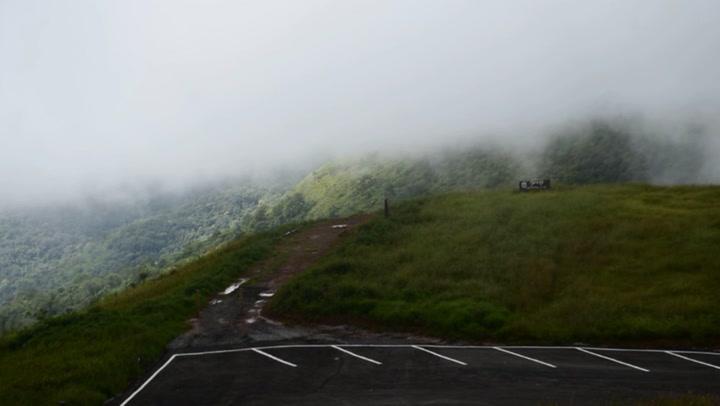 เที่ยวภูลมโล ภูหินร่องกล้า สัมผัสหมอกโอบกอดยอดเขา