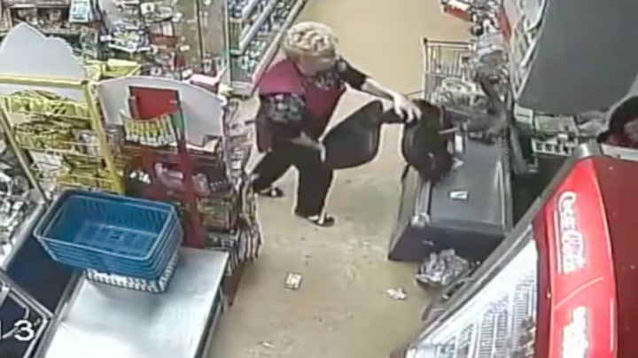 Bestemor gikk til angrep på raneren med stol
