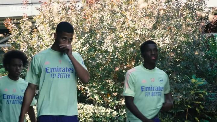 El Arsenal se entrena antes de su partido ante el Leicester