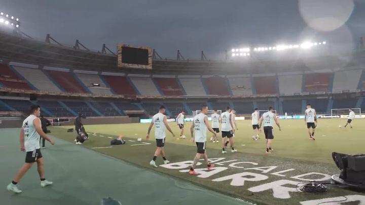 Argentina entrenó bajo la lluvia antes de enfrentarse a Colombia