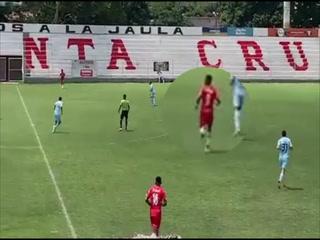 Rubilio Castillo debutó con el Royal Pari de Bolivia en partido amistoso contra Bolivar