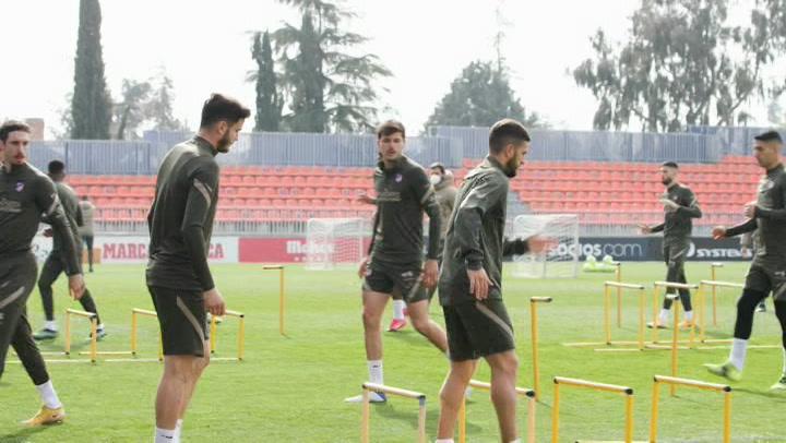 El Atlético de Madrid se entrena antes del partido contra el Real Madrid