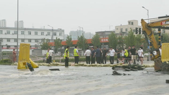 Fresh floods in central China as typhoon heads towards east coast