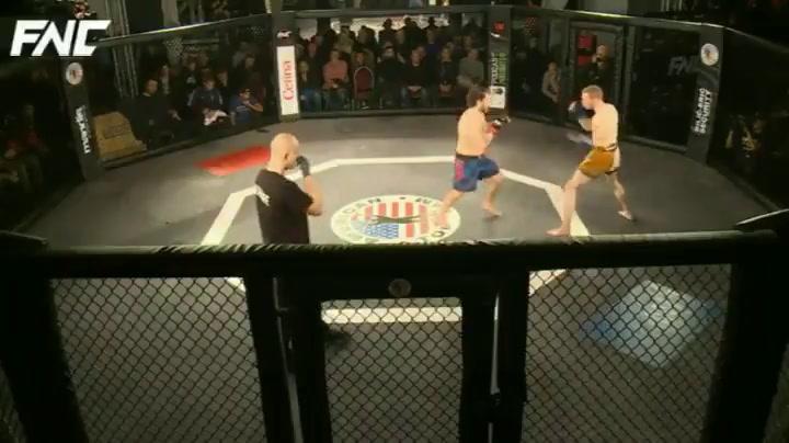Gana una pelea en nueve segundos y sin tocar a su rival
