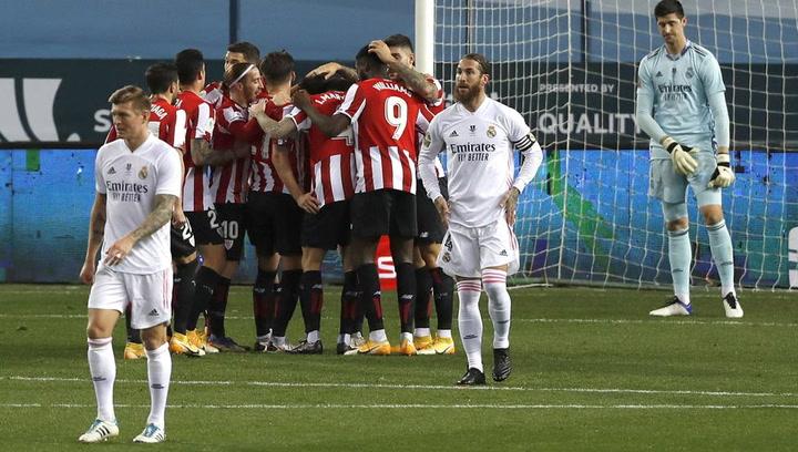 Los jugadores del Athletic Club celebran su pase a la final de la Supercopa de España