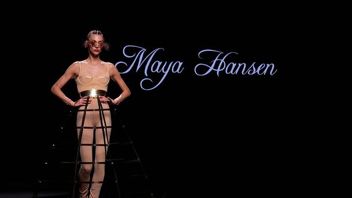 El desfile de Maya Hansen