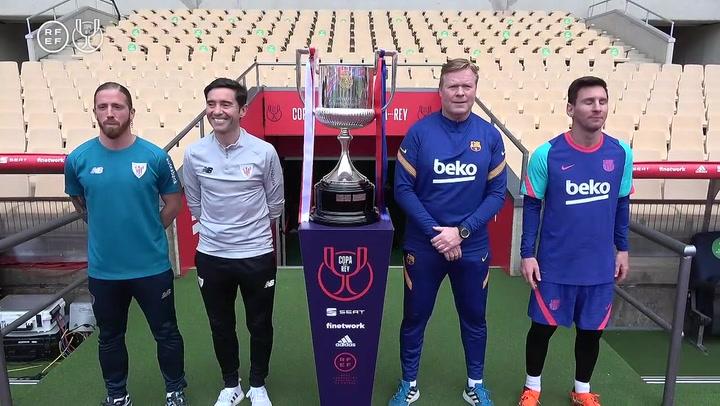 ¡La foto más esperada! Los capitanes y técnicos de Athletic y FC Barcelona posan con la Copa