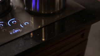Induction Cooktops Feature Smartphone-Inspired Controls