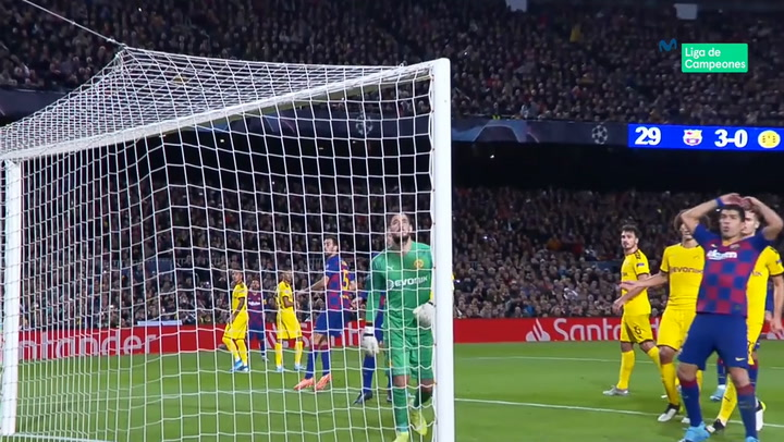 Champions League: Barça - Borussia Dortmund. Messi lanza una falta directa a la escuadra.