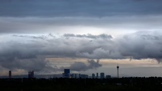 Clouds move across Las Vegas Valley (Michael Quine)