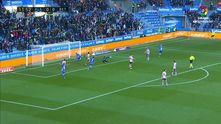 Gol de Aleix Vidal (1-0) en el Alavés 1-1 Betis