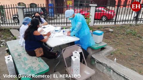 Capitalinos asisten a vacunación masiva en colonia La Pradera