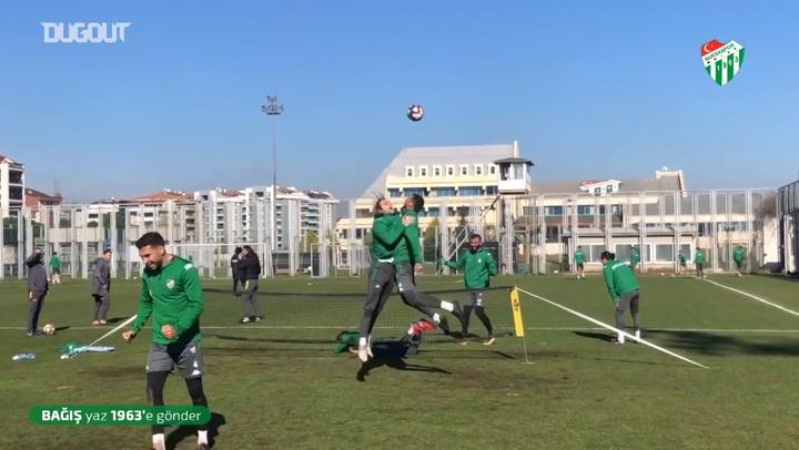 Bursaspor Ayak Tenisi Oynadı