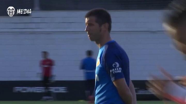 Celades dirige su primer entrenamiento con el Valencia