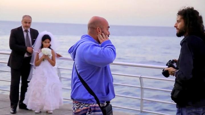 Slår alarm da de ser den 12 år gamle bruden