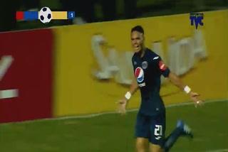 Roberto Moreira anota el 2 - 0 de Motagua ante Olimpia