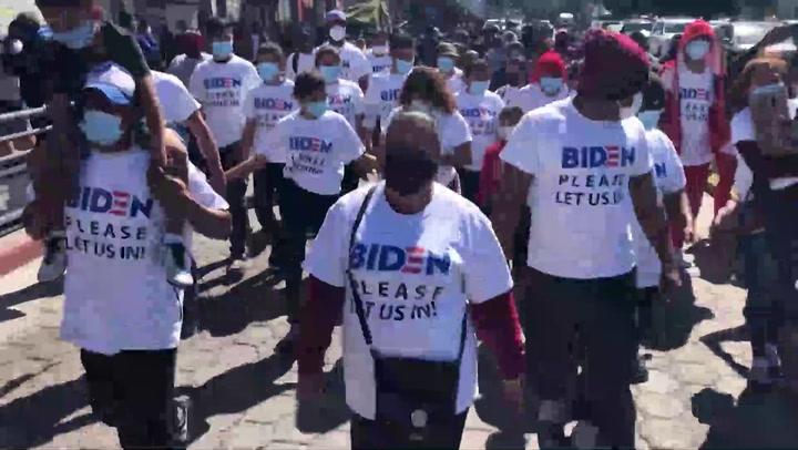 Migrantes reclaman en la frontera la oportunidad de pedir asilo en EE.UU