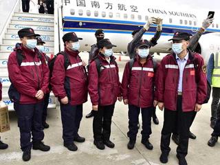 کورونا وائرس سے نمٹنے کیلیے چینی میڈیکل ٹیم پاکستان پہنچ گئی