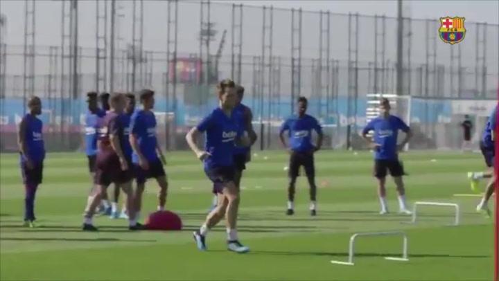 Rakitic entrenando ayer con el Barça