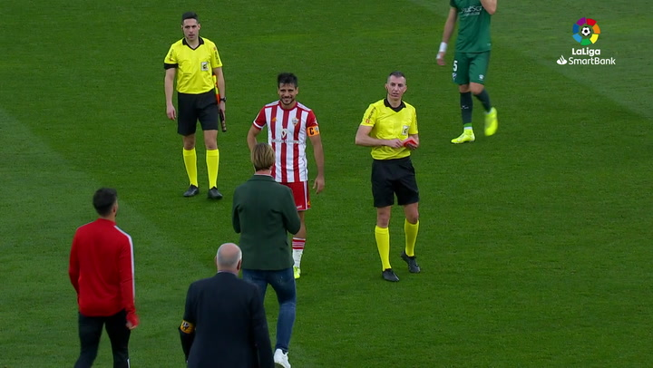 Guti, expulsado con roja directa tras la derrota del Almería en Huesca