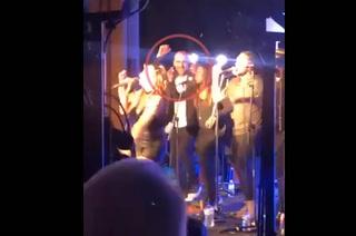 ¡Desatado! Guardiola baila y canta durante el festejo del Manchester City