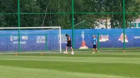 Cavani vuelve a entrenar y abre una última esperanza de jugar ante Francia