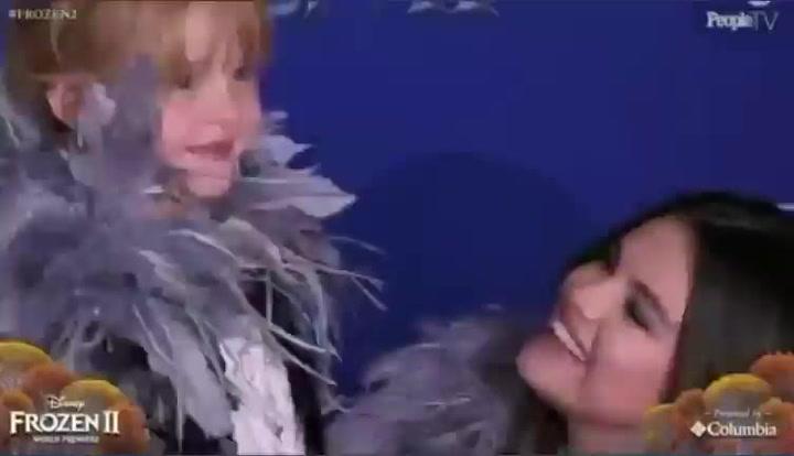 Selena Gómez aparece en público junto a su hermana