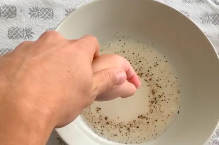 Marc Bartra conciencia a su hija Gala sobre la importancia de lavarse las manos