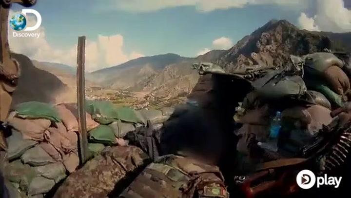 Her bliver soldat skudt: Få centimeter skiller liv og død!