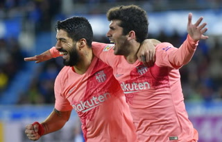 Barcelona derrota al Alavés y se acerca aún más al título de La Liga