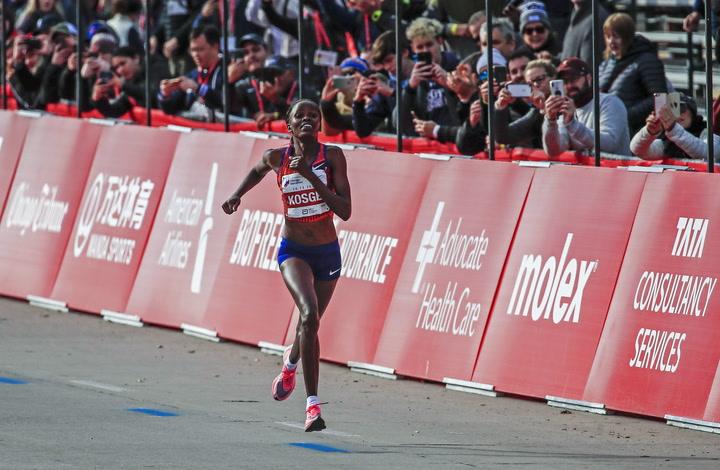 Brigid Kosgei establece un nuevo récord del mundo femenino en la Maratón de Chicago