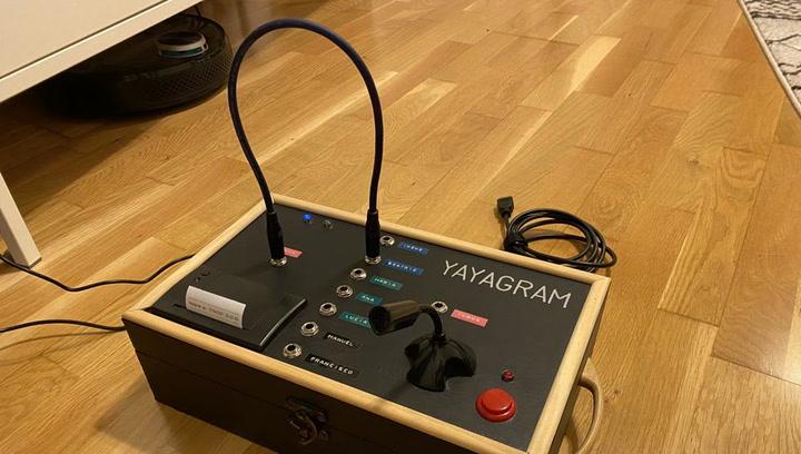 Así funciona el 'Yayagram', el invento viral para hablar con tu abuela