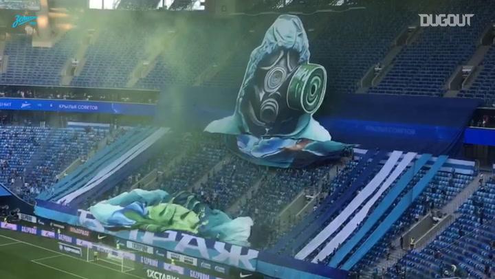 """Torcida do Zenit """"transforma"""" vírus em bola de futebol com moisaco 3D"""