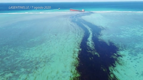 La población de isla Mauricio se moviliza ante amenaza de marea negra