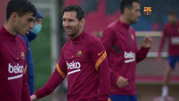 Messi se incorpora al entrenamiento con el resto del grupo