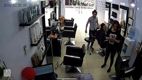 Un iPhone explotó y causó pánico entre los clientes de una peluqueria