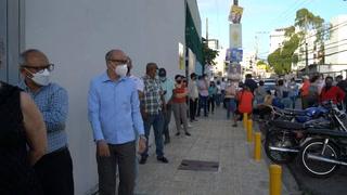 Dominicanos eligen presidente entre explosión de contagios de Covid-19