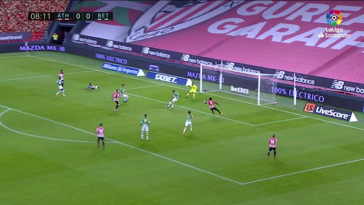 Gol de Víctor Ruiz (p.p.) (1-0) en el Athletic 4-0 Betis