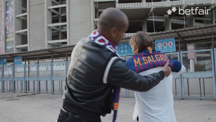 Michel Salgado se pone la camiseta del Barça
