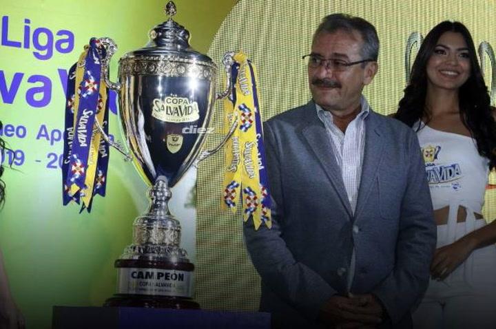 """Wilfredo Guzmán responde a Rolin Peña: """"Solo tengo una camisa: la Liga SalvaVida"""" - Diez.hn"""