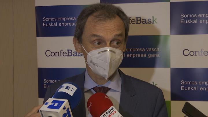 El ministro Pedro Duque no cree que haya problemas de abastecimiento de jeringuillas