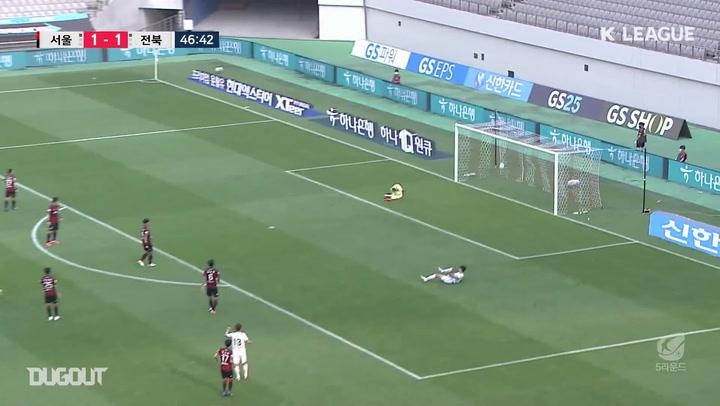 Lee Seung-ki's unstoppable screamer against FC Seoul
