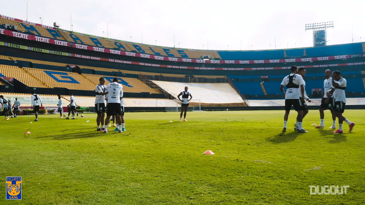 Tigres players having fun with their rondos