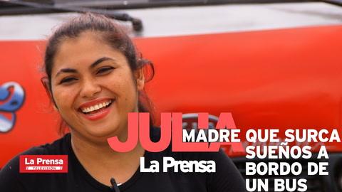 Julia, la madre hondureña que surca sueños a bordo de un bus